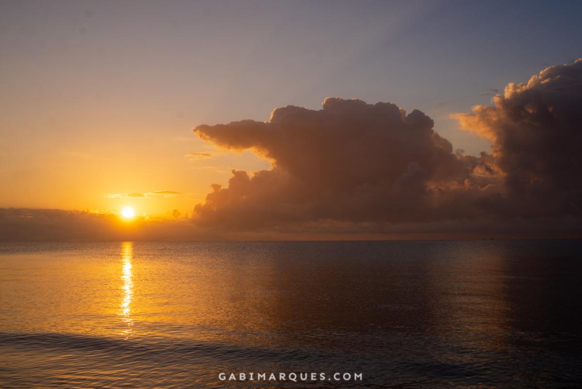 nascer do sol na praia de cumuruxatiba bahia