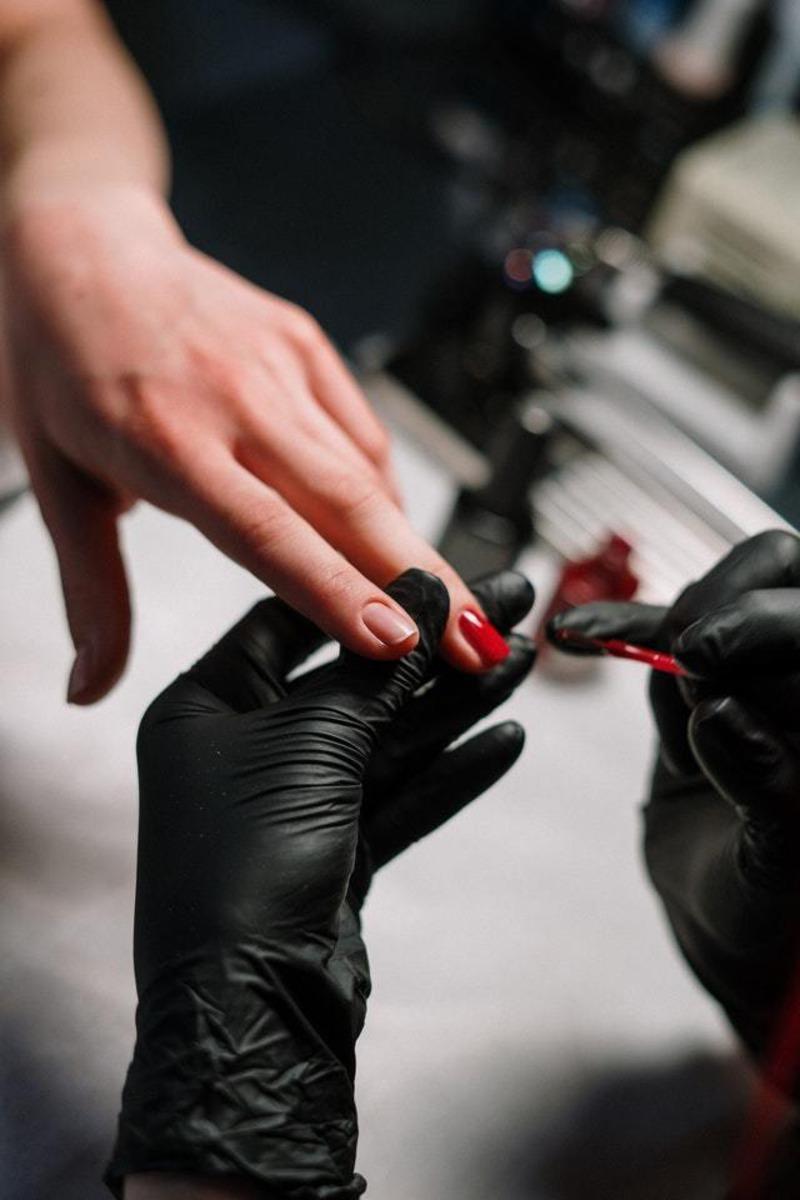 unhas em gel feito por manicures