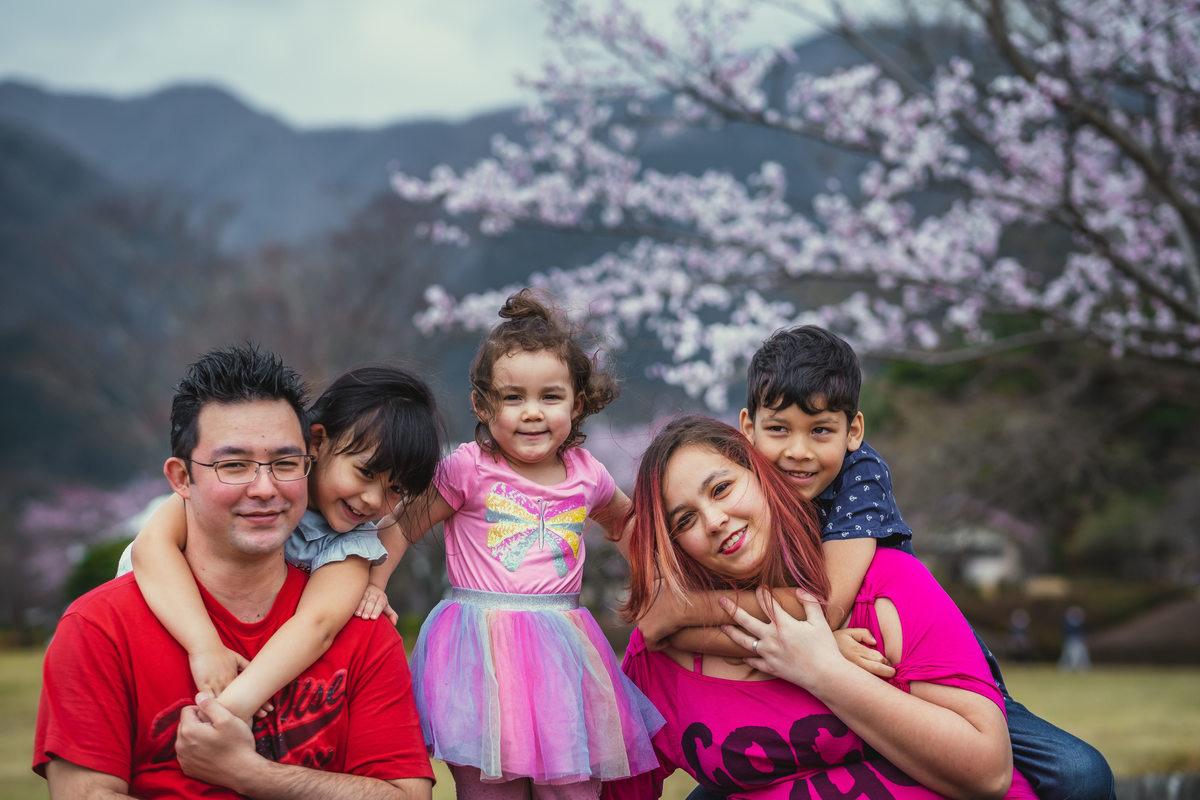 ensaio sakura no Japao, ensaio familiar no Japao, ,ensaio mae e filhos no Japao, fotografo no Japao, ensaio em gifu