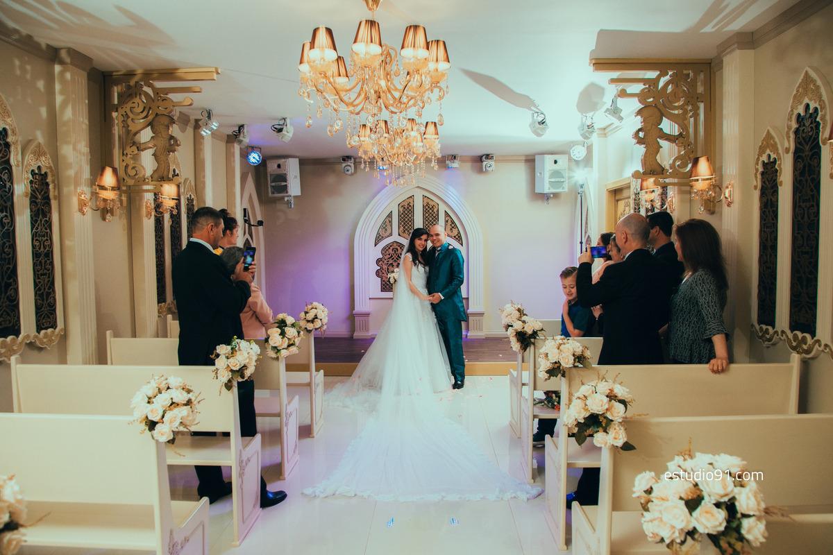 Casamento Mariana e André em Gramado RS contanto com a presença de oito convidados